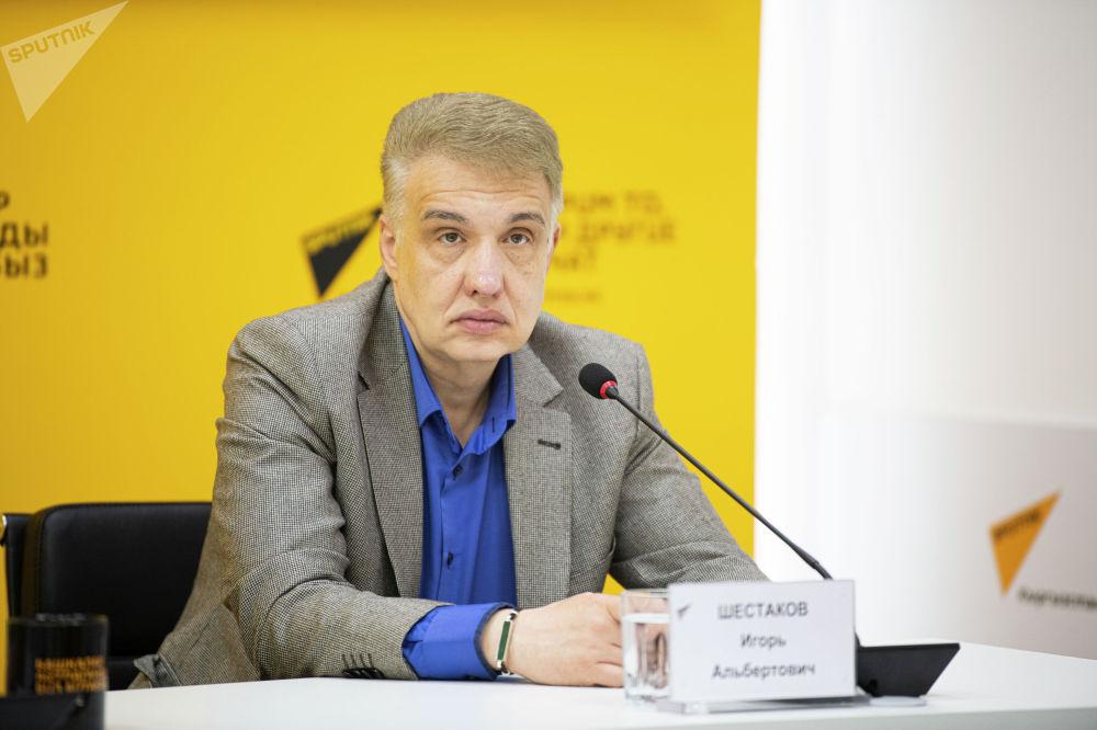 Политолог, сопредседатель Клуба региональных экспертов Пикир Игорь Шестаков во время брифинга в мультимедийном пресс-центре Sputnik Кыргызстан