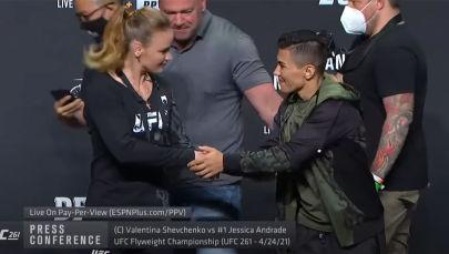 Мушкер кыздар UFC 261 турниринде беттешет. Кыргызстандык Валентина Шевченко чемпиондук наамын коргойт, Жессика Андраде наамга талапкер катары чыгат.