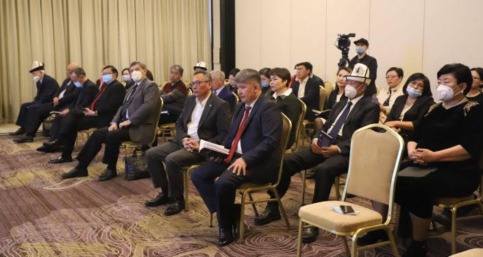 Гости презентации книги Сказительский дар Талантаалы Бакчиева в Бишкеке