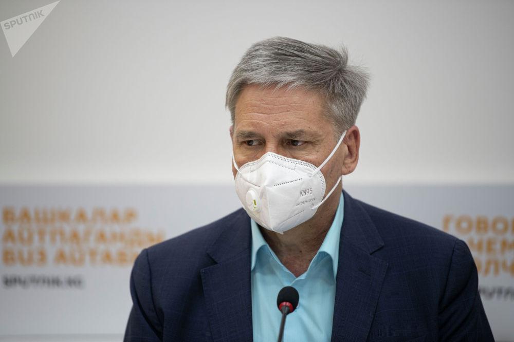 Заместитель бизнес-омбудсмена Сергей Пономарев во время брифинга в мультимедийном пресс-центре Sputnik Кыргызстан
