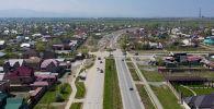 Трасса продлится на два километра и соединит жилмассив Арча-Бешик с районом ТЭЦ-2. Для этого власти изъяли земли жителей Сокулукского района и выделили им другие участки.