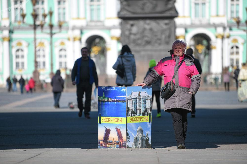 Санкт-Петербург является излюбленным местом посещения туристов из многих стран. Северная столица России привлекает красивой архитектурой и высоким уровнем культуры.