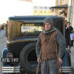 Так как город сохранил старинные здания, здесь часто проводятся съемки исторических фильмов. На фото: актер массовки в Питере.