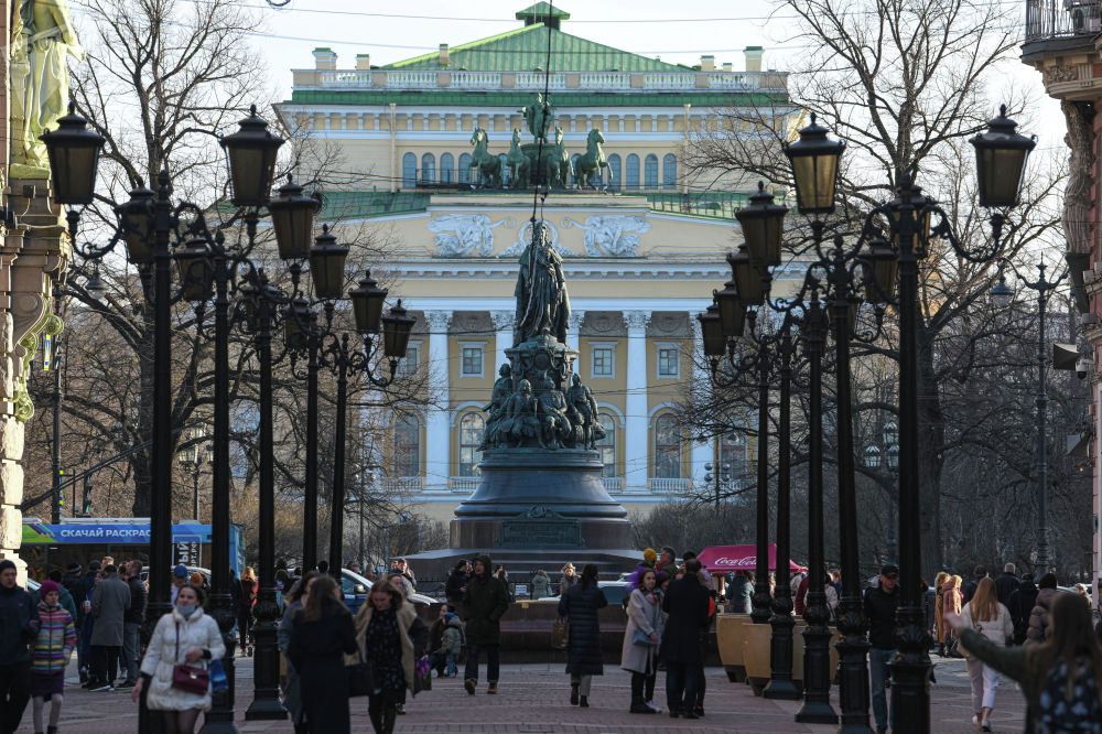 Екатерина багы — Санкт-Петербургдагы атактуу скверлердин бири. Анын борборун Екатерина IIнин монументи көркүнө чыгарып турат. Бул жер шаардыктар көп келген жайлардын катарында.