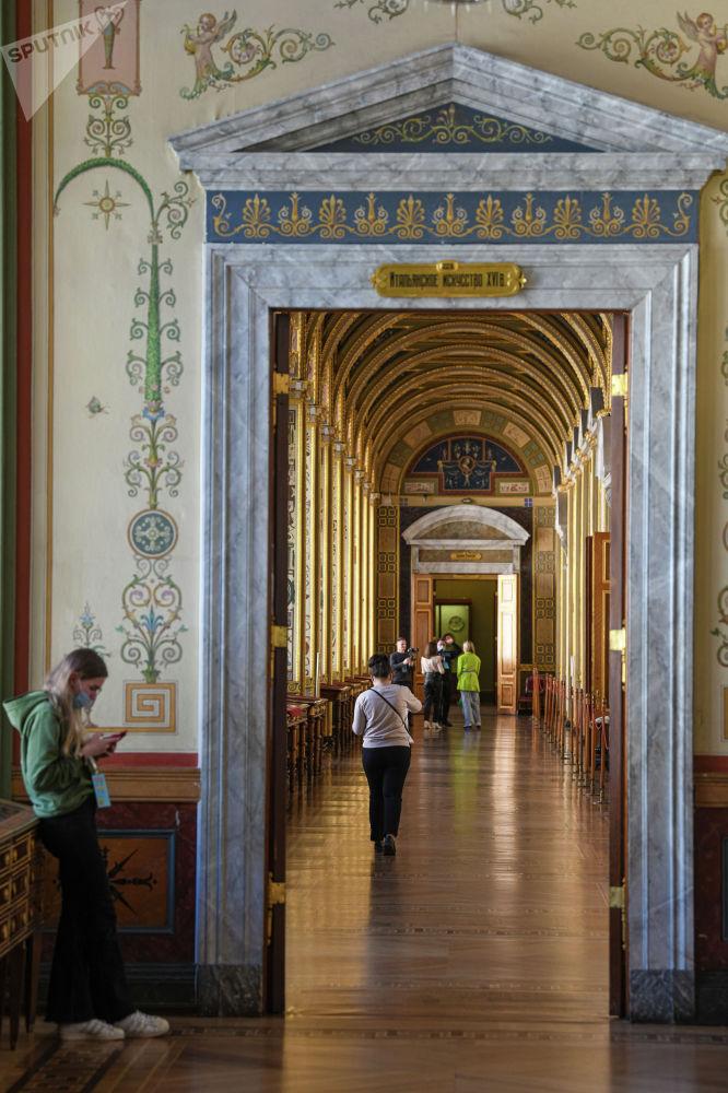 Комплекс включает в себя исторические здания на Дворцовой площади — Зимний дворец, дворец Меншикова на Университетской набережной, здание Главного штаба и другие.