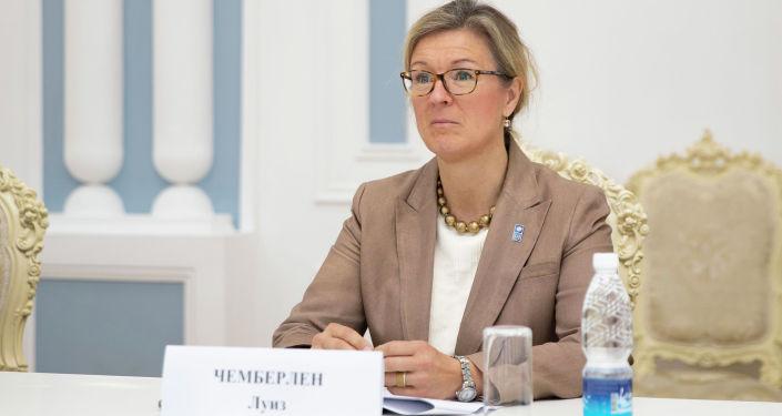 Постоянный представитель программы развития ООН в Кыргызстане Луиз Чемберлен во время встречи с торага ЖК КР. 23 апреля 2021 года