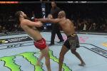 Турнир UFC 261 проходил в VyStar Veterans Memorial Arena в американской Флориде. Это первый крупный турнир проумошена, который с начала пандемии коронавируса прошел при зрителях.