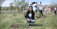 Бишкек шаарындагы Ынтымак паркында бак отургузуу боюнча акция өттү.