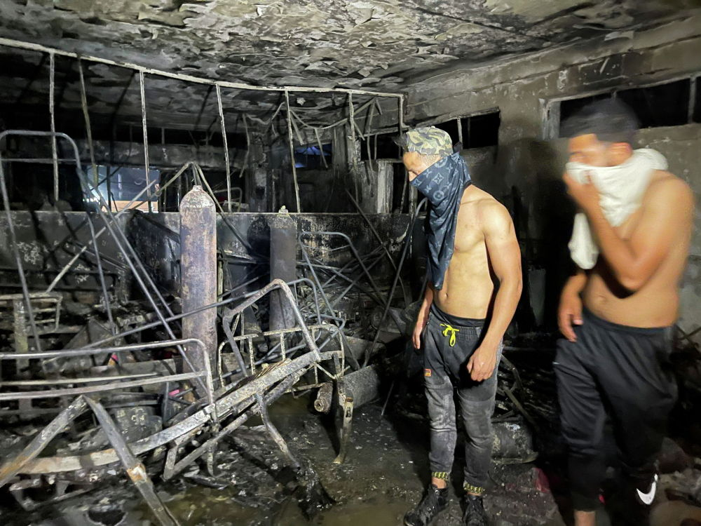 Багдадда (Ирак) коронавируска чалдыккан бейтаптар ооруканасында кычкылтек баллону жарылып, өрт чыккан. Кырсыктан 82 киши каза болду