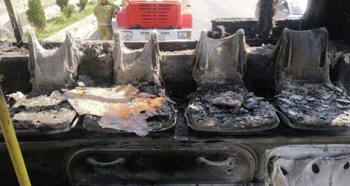 В Оше сгорел автобус муниципального автотранспортного предприятия