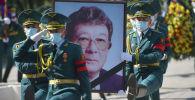 Белгилүү драматург, Кыргыз эл жазуучусу Бексултан Жакиевди акыркы сапарга узатуу