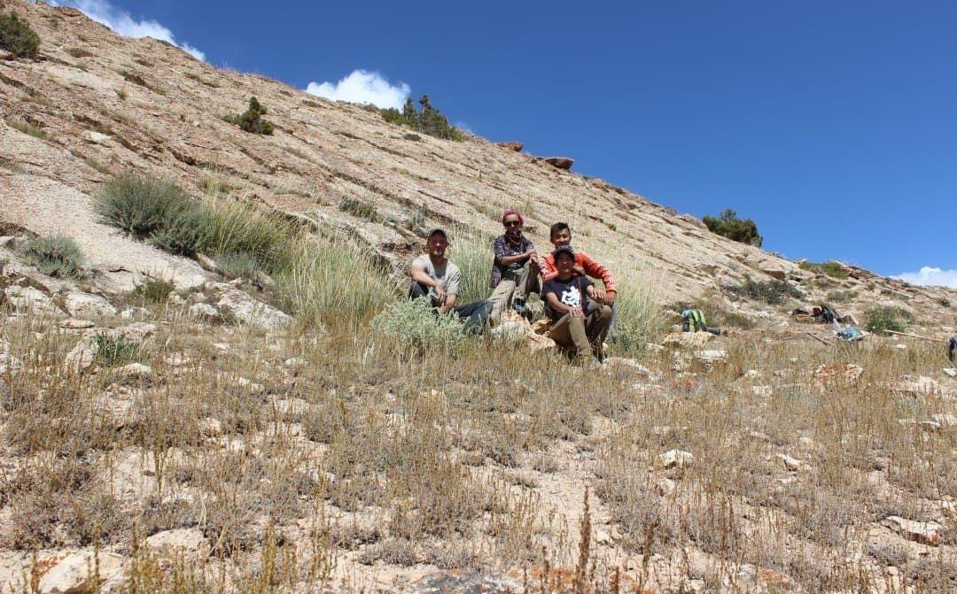 Историк-археолог, доцент Американского университета в Центральной Азии Аида Абдыканова с членами команды