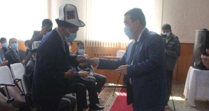 Памирские кыргызы из Афганистана, проживающие в Жайылском районе Чуйской области, получили кыргызское гражданство и ID-карты. 26 апреля 2021 года