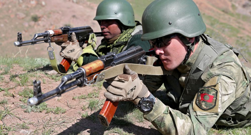 Военнослужащие вооруженных сил Кыргызстана и Индии во время учений