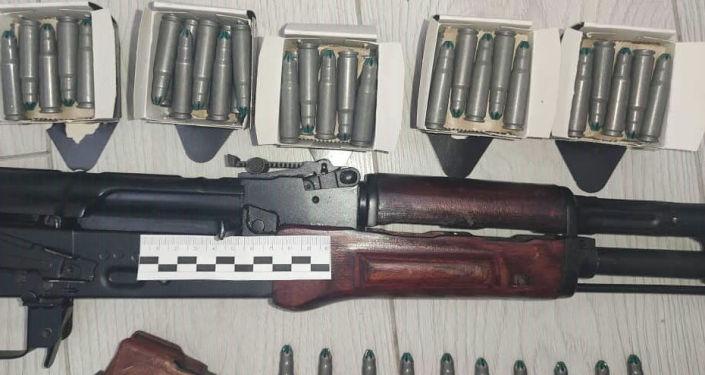Автомат Калашникова изъятая у задержанного в Бишкеке пранкера