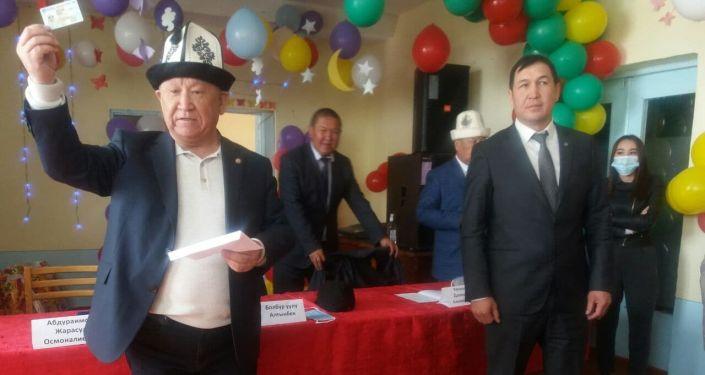 Вручение паспортов памирским кыргызам в Алайском районе Ошской области. 28 апреля 2021 года