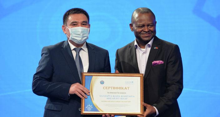 Церемония награждения в которой приняла участие представитель ЮНИСЕФ в стране Кристин Жольм. 28 апреля 2021 года