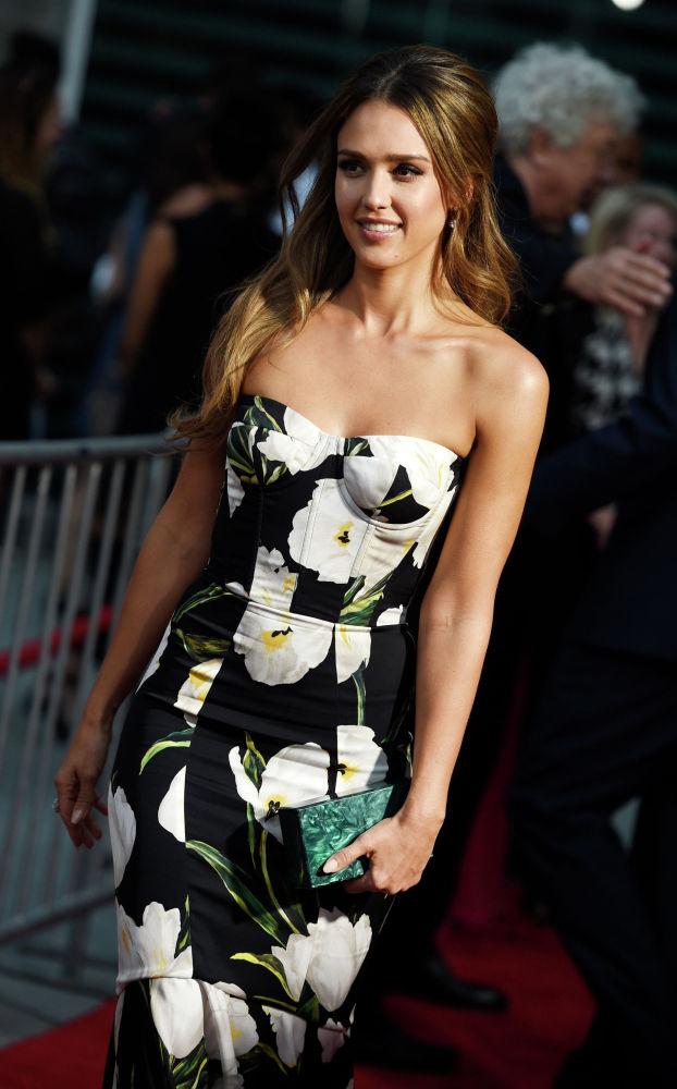 Американская актриса Джессика Альба на премьере фильма  Механик: Воскрешение в ArcLight Hollywood, в Лос-Анджелесе. 22 августа 2016 года