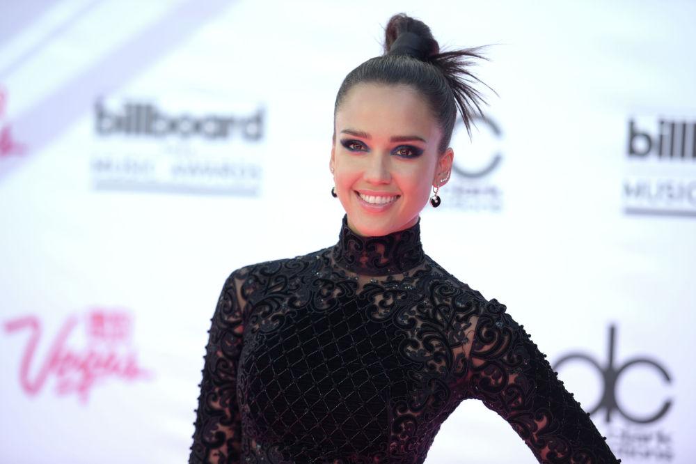 Актриса Джессика Альба на церемонии вручения наград Billboard Music Awards на T-Mobile Arena в Лас-Вегасе. 22 мая 2016 года