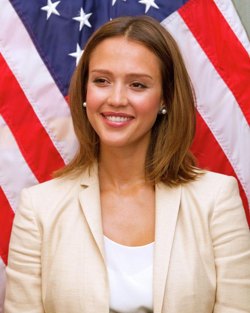 Актриса Джессика Альба во время пресс-конференции на которой обсуждаются вопросы защиты американцев от опасных химикатов на Капитолийском холме в Вашингтоне. 24 мая 2011 года