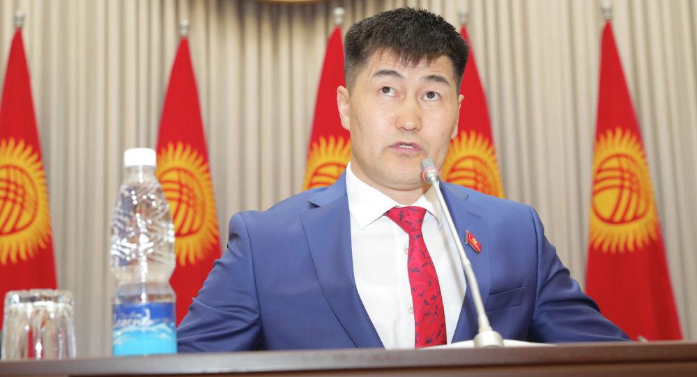 Депутат Шайлообек Атазов. Архив