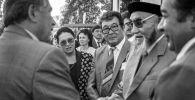 Писатель Чингиз Айтматов, манасчи Жусуп Мамай и писатель Бексултан Жакиев в городе Бишкек. 1995-год