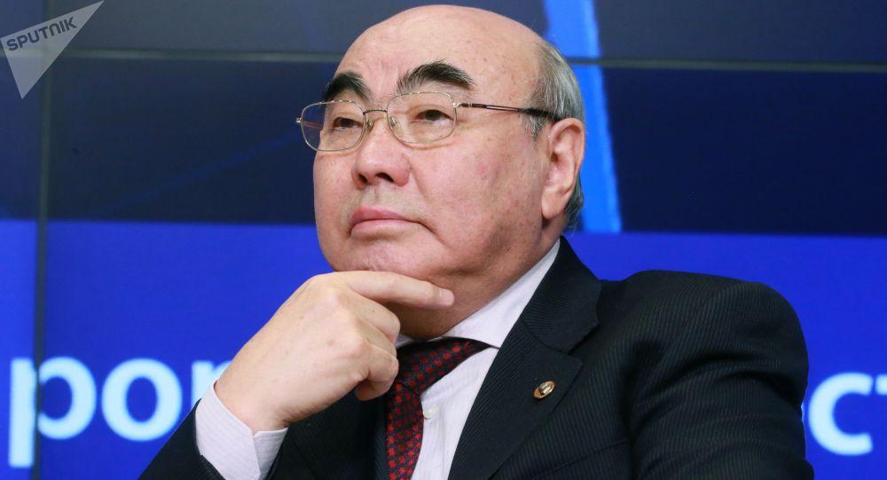 Кыргызстандын экс-президенти Аскар Акаев. Архив