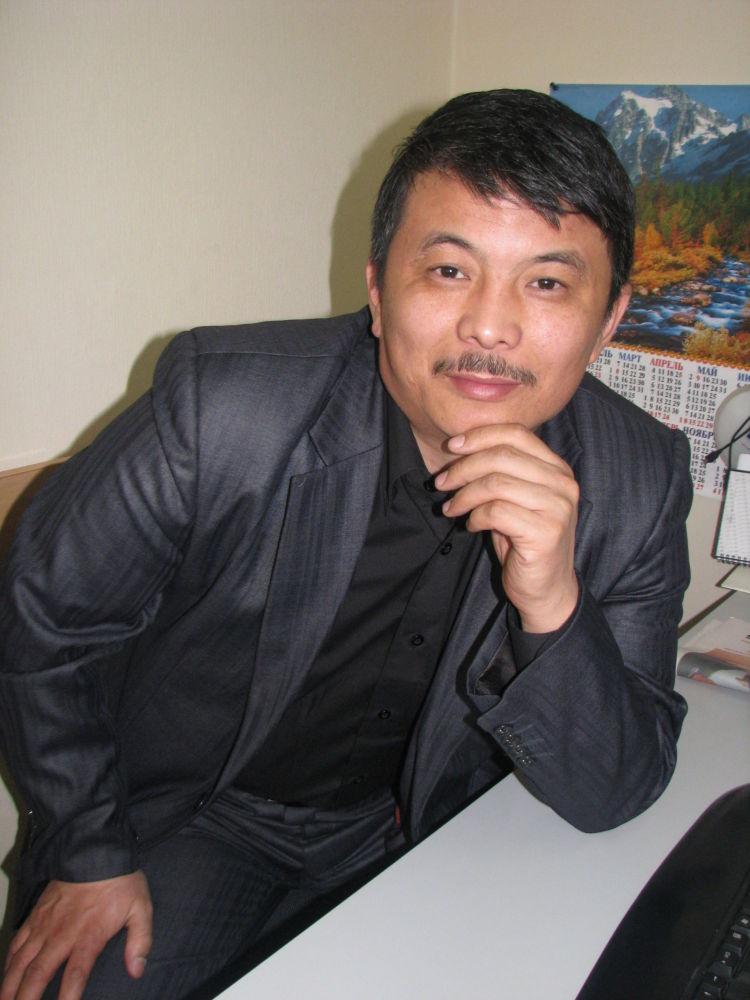 Журналист Асаба, Кыргыз Туусу, Бишкек таймс гезиттеринде иштеген