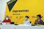Дочь ветерана ВОВ Рахмана Сарымсакова Мукадасхан Сарымсакова во время видеомостав мультимедийном пресс-центре Sputnik Кыргызстан