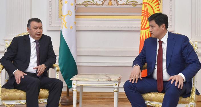 Незапланированная двусторонняя встреча Премьер-министра Кыргызской Республики Улукбека Марипова с Премьер-министром Республики Таджикистан Кохиром Расулзодой. 29 апреля 2021 года