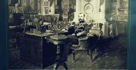 Император Александр II в рабочем кабинете, фотография С. Л. Левицкого и сына (1880 г. г.).