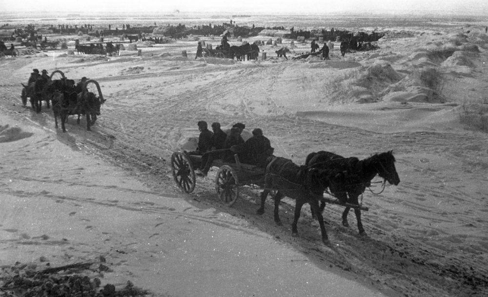 Темир жол ашар жолу менен салынып, ага күн сайын 11 миңдей тургун кол кабыш кылган