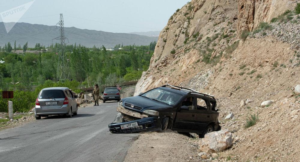Лейлек районунун Ак-Сай айылындагы ок атылган унаалар