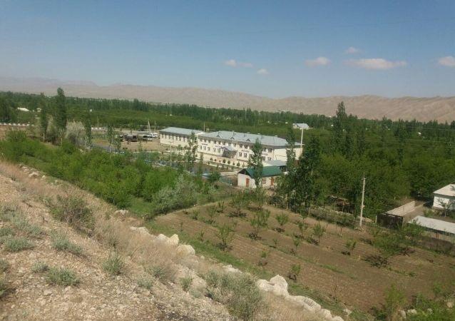 Автотрасса на территории села Кок-Таш в Баткенской области