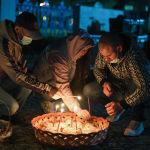 Верующие на пасхальном богослужении в Свято-Воскресенском кафедральном соборе в Бишкеке