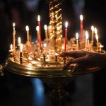 Многие верующие ставят свечи