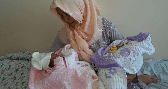 Эвакуированные из сел, пострадавших в результате кыргызско-таджикского конфликта в Баткене три женщины родили в Кадамжае