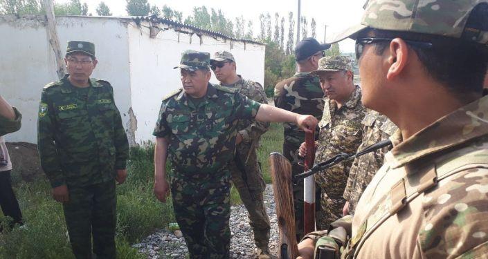 Председатель ГКНБ Камчыбек Ташиев в селе Максат Баткенской области