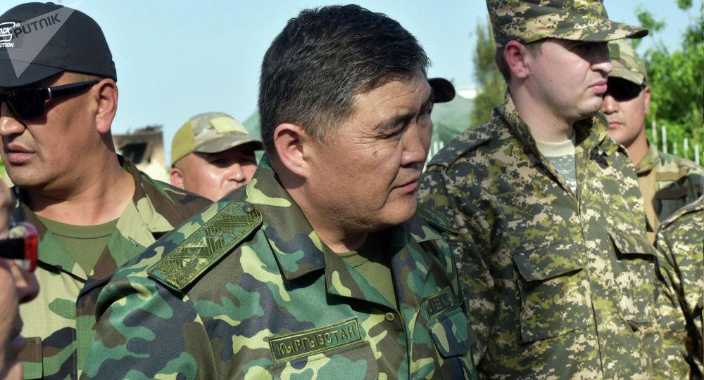 Глава ГКНБ Камчыбек Ташиев на встрече с жителями приграничного села Максат