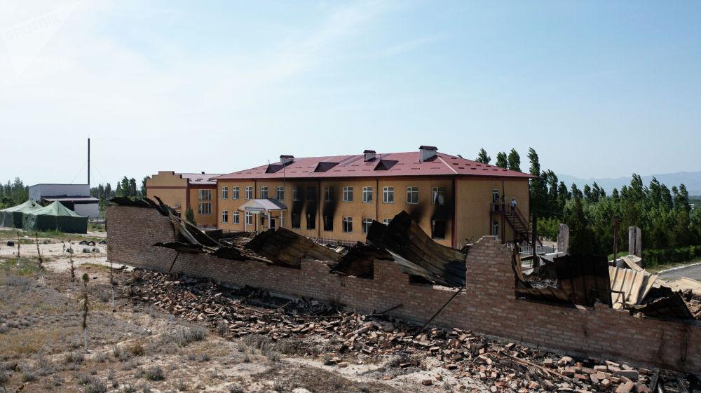 Лейлек районундагы Максат айылындагы өрттөлгөн мектеп