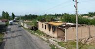Вид с дрона на сгоревшие здания в селе Максат, после конфликта с Таджикистаном