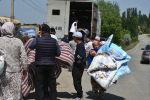 Максат айылынын тургундары гуманитардык жардам алып жатышат