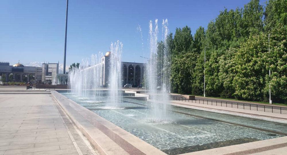 Заработавший фонтан на площади Ала-Тоо в Бишкеке