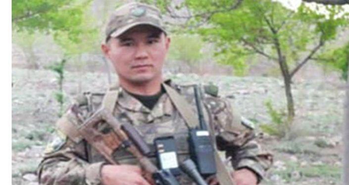 Военнослужащий Эсентур Кубанычбек уулу родом из села Ак-Муз, погибший в ходе конфликта на кыргызско-таджикской границе в Баткене