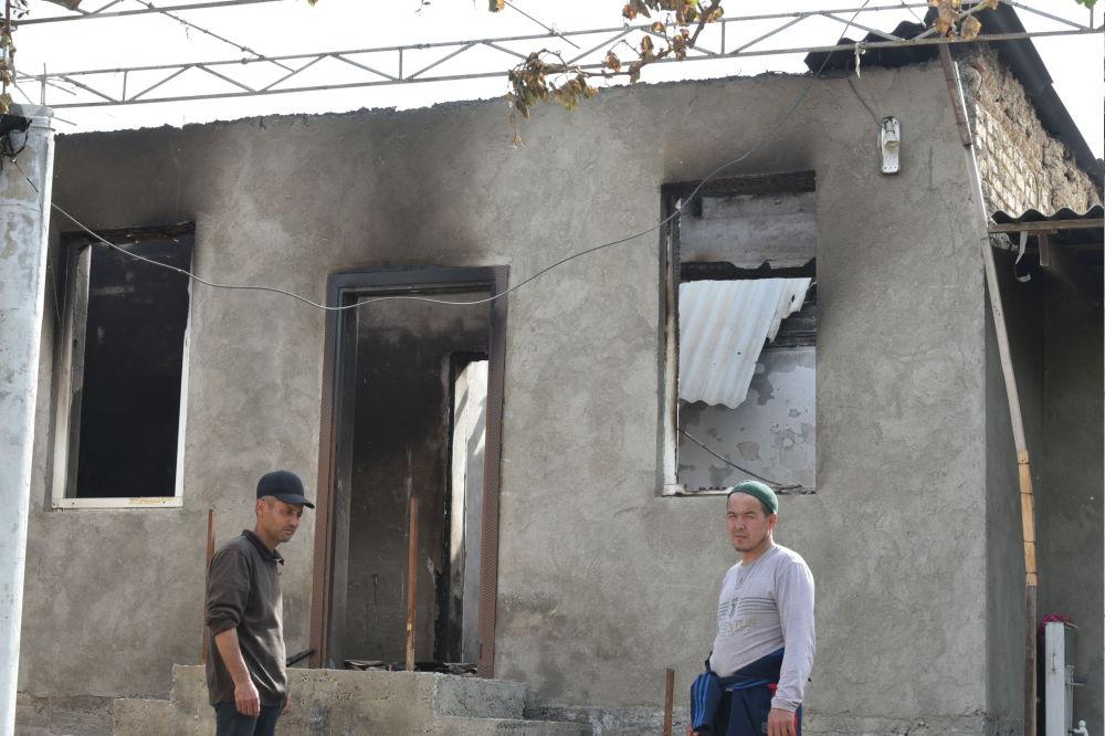 Максат айылында үйү өрттөлүп, таланып-тонолгон дагы бир жаран