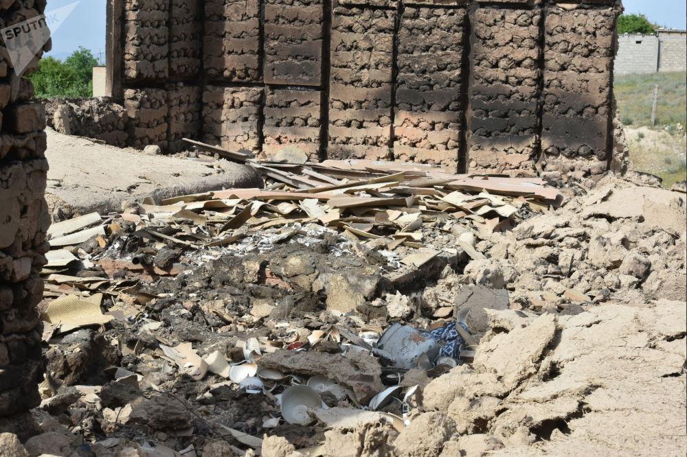 Мындай нерсени катуудан казаны, жумшактан күлү калыптыр деп айтат. Максат айылы, Лейлек району