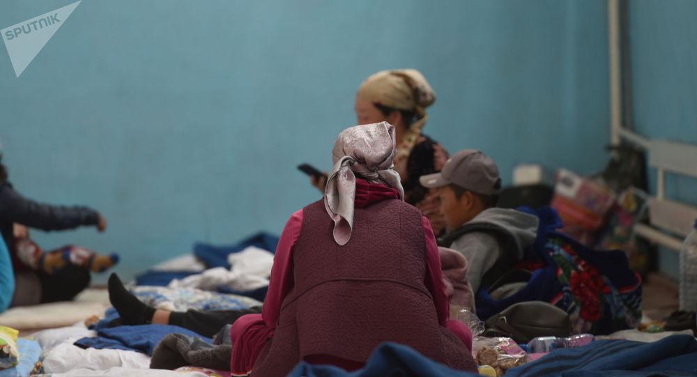 Баткен облусундагы кыргыз-тажик чек ара чатагынан улам үйүнөн эвакуацияланган жарандар