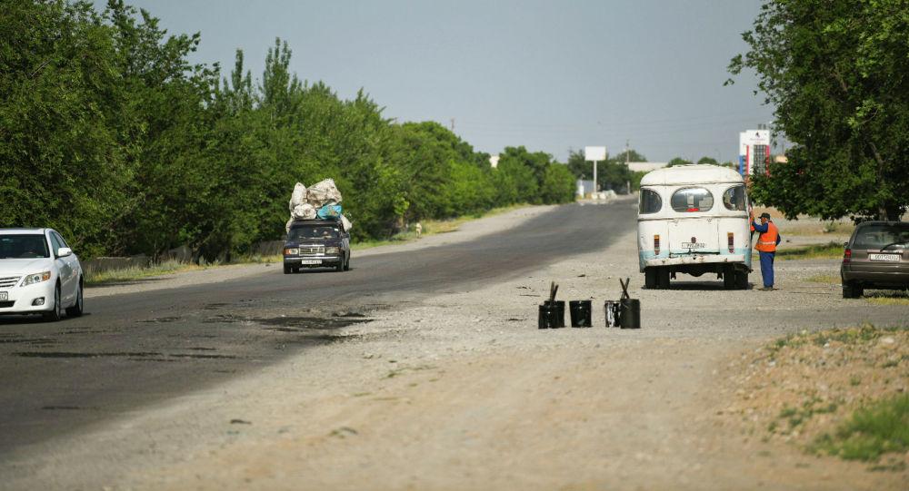 Кыргызстан менен Тажикстандын чек арасын бөлүп турган трасса