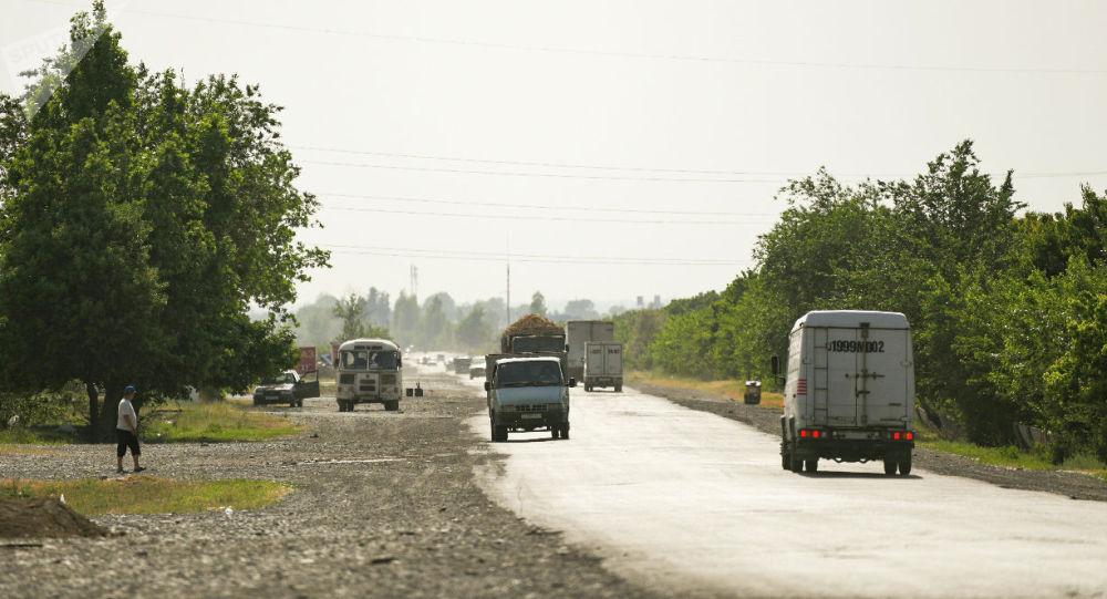 Кыргызстандын Лейлек району менен Тажикстандын Гафуров району чектешкен жердеги трасса