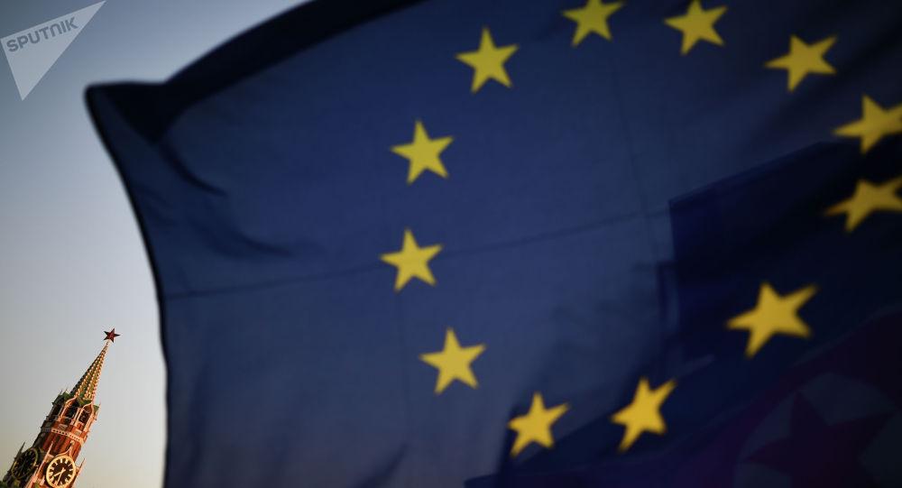 Флаг Евросоюза на фоне Кремля. Архивное фото